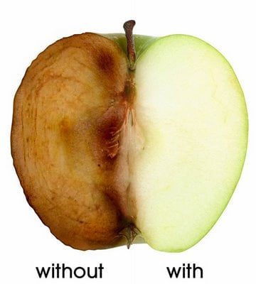 photo showing effects of antioxidants on a cut apple
