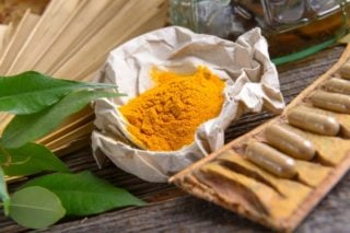 curcumin supplements and turmeric powder