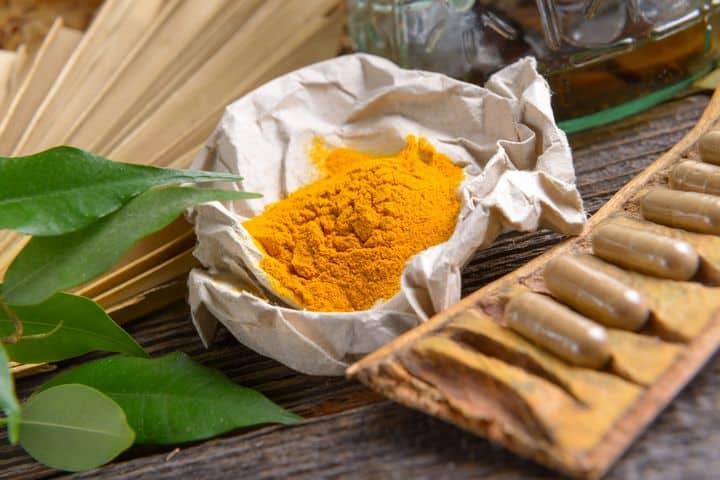 curcumin supplements and turmeric powder