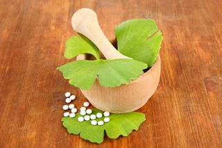 ginkgo leaves and pills and mortar and pestle