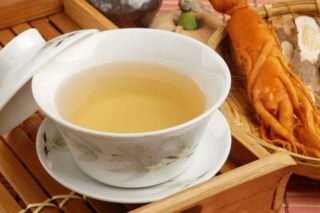 ginseng tea and ginseng root